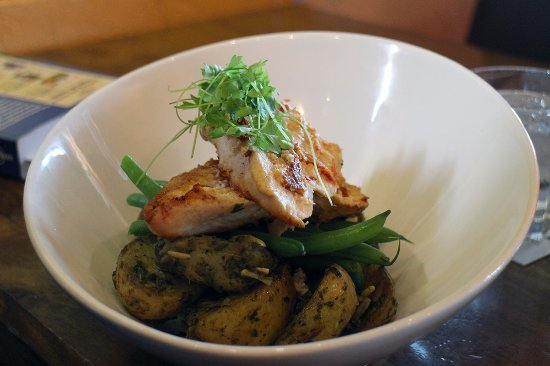 The Redoubt Bar and Eatery : Chicken