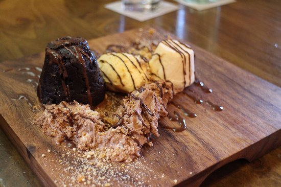 The Redoubt Bar and Eatery : Desert