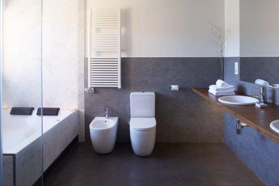 Vilamaniscle, España: Baño habitación doble superior