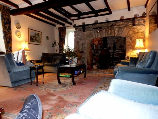 Collaven Manor Hotel: The Lounge