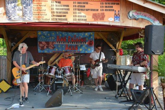Monroe, estado de Nueva York: Red Paisley Band at The Captain's Table