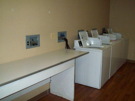 Crossland Studios - Chicago - Waukegan: Laundry Facility