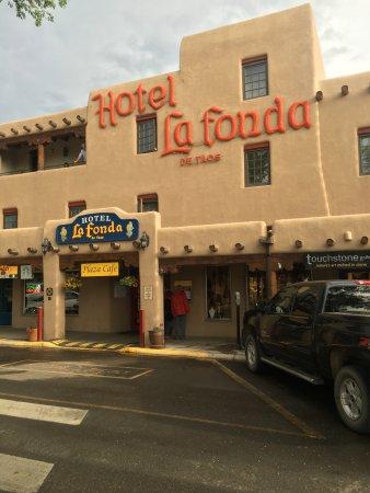 Hotel La Fonda de Taos: Front Entrance