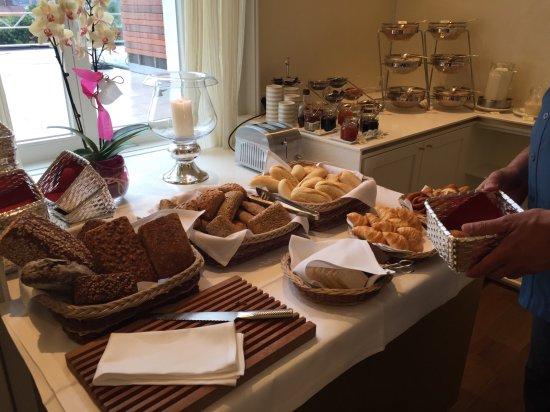 Hotel Villa Hugel: Breakfast breads