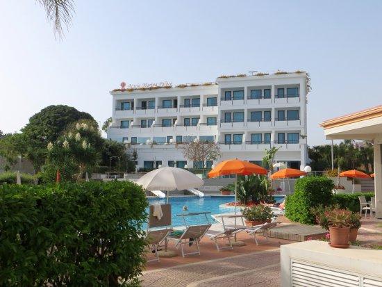 pool and main building bild fr n sentido acacia marina marina di ragusa tripadvisor. Black Bedroom Furniture Sets. Home Design Ideas