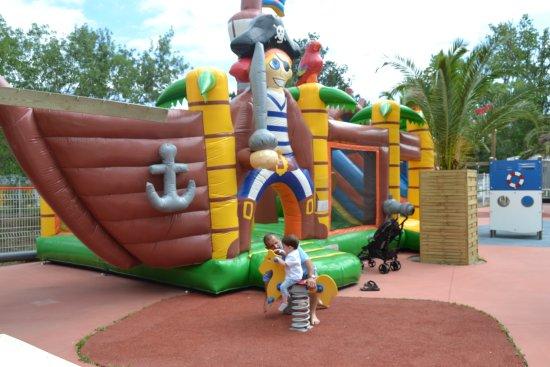 Camping La Sardane : Aire De Jeux Pour Les Enfants !