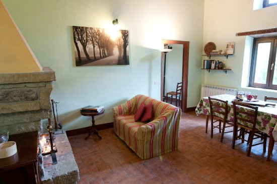 Sant'Angelo in Vado, Italien: Apartment MELA with fireplace