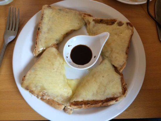 Kennford, UK: Cheese on Toast cooked to order