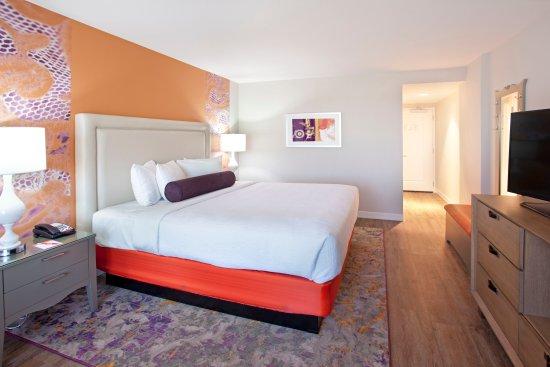 hotel indigo austin downtown university 148 1 8 5. Black Bedroom Furniture Sets. Home Design Ideas