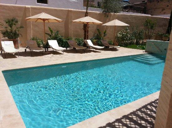 farniente autour de la piscine au riad laaroussa - Picture of Riad ...