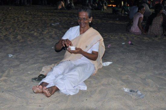 Heavenly Home Stay: Grossmutter ist zufrieden. Grandmother is satisfied.