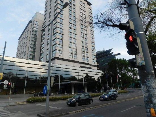 Hilton Vienna: L'entrée principale.