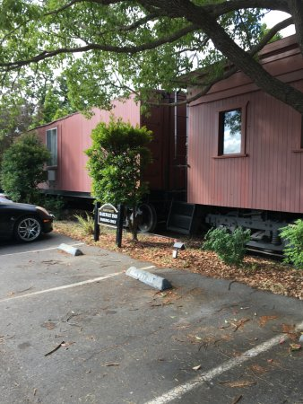 Napa Valley Railway Inn: Some of the cars you can stay in