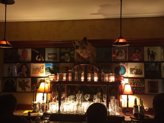Hop's Downtown Grill: Wall to wall LP's