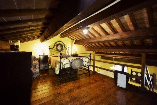 Appartamento con il soppalco - camera sul soppalco - Bild von B&B La ...