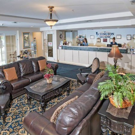 Lexington Inn & Suites Billings: Comfortable Lobby