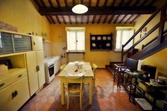 Appartamento con il soppalco - la cucina - Bild von B&B La Nicchia ...