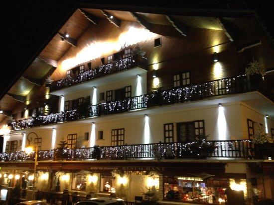 Hôtel Christiania : Vue de l'extérieur le soir