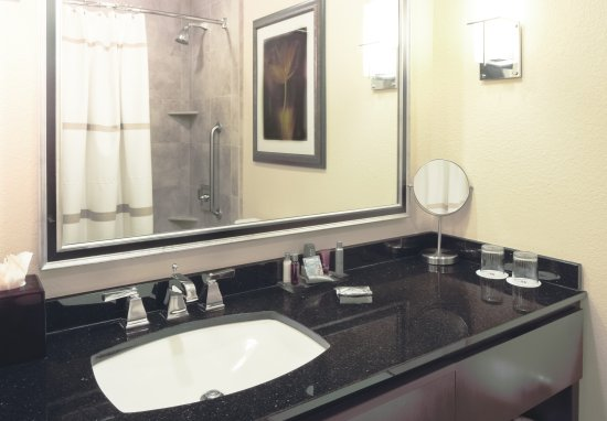 Houston Marriott Energy Corridor: Guest Bathroom