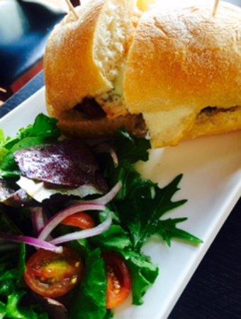 """Tambo: """"A lo pore"""" sandwich with salad"""