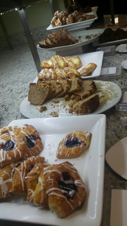 Kellogg Conference Hotel at Gallaudet University: Stale pastries