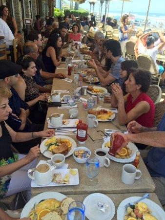 Poseidon Restaurant-On The Bch : il lungo tavolo del Brunch a cui ho partecipato