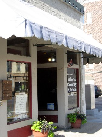 Allen's Country Kitchen: On courthouse square