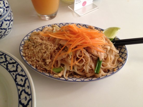 Little Thai Restaurant: Chicken Pad Thai