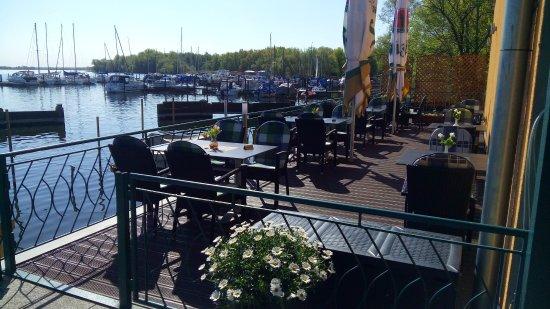 Restaurant Zum Fischerufer: Kleine Terrasse