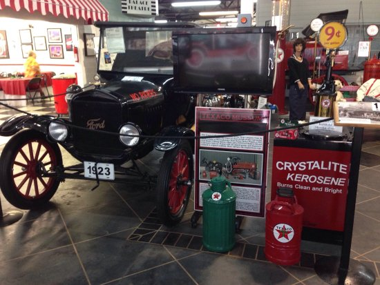 City Garage Car Museum : photo1.jpg