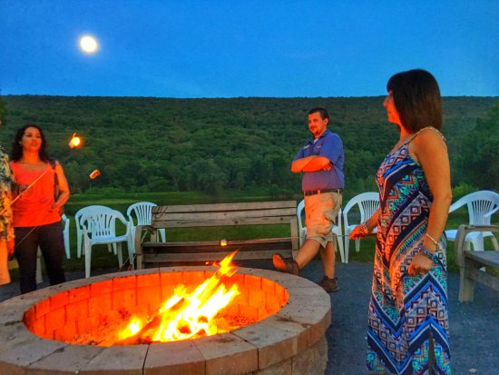 Shawnee on Delaware, Pensilvanya: Nightly S'mores at the river edge