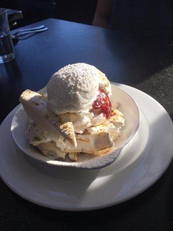 Meringue w whipped cream