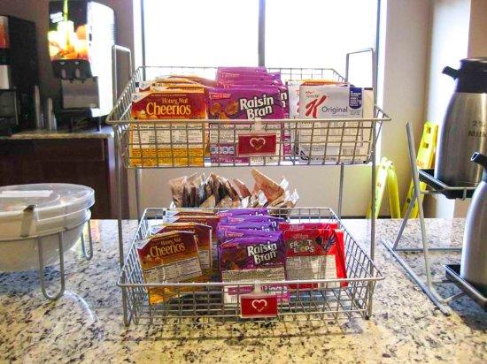 Comfort Suites Charlotte Northlake: Cereal