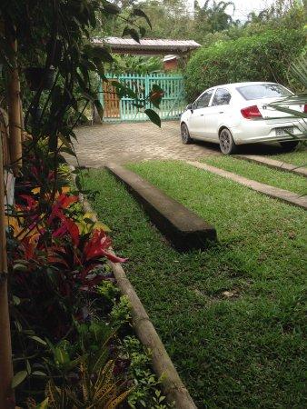 Ananaw Hostel: Parqueadero