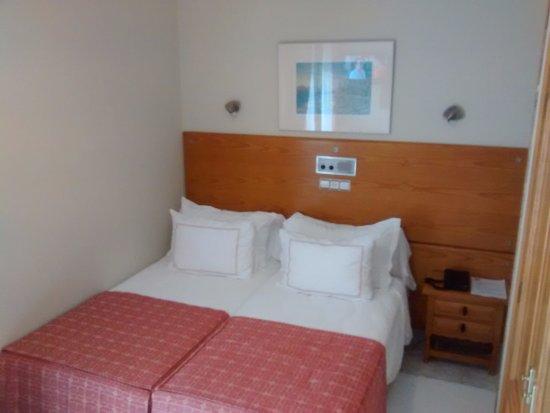Foto de nuevo astur pontevedra una cama pegada a la - Camas pegadas ala pared ...