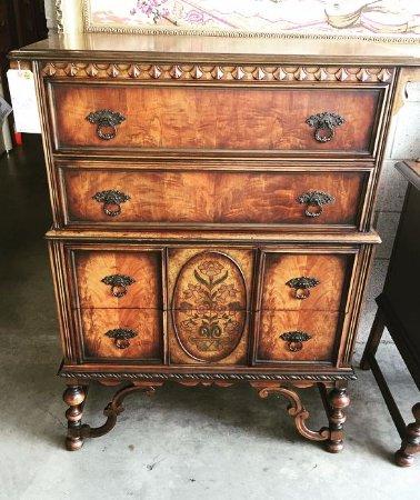 Wertz Brothers Furniture Dresser