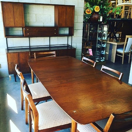 Wertz Brothers Furniture: Dining Room Sets, Buffets