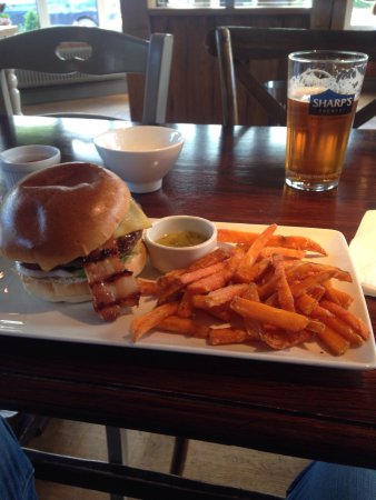 Dunton Green, UK: Sweet potato fries with a burger , needed a quick n simple meal as England were playing later on