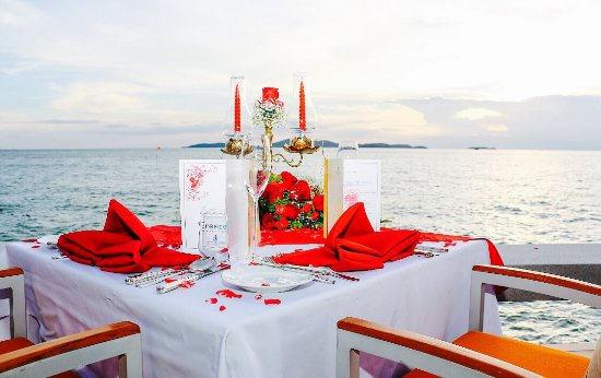 Royal Cliff Beach Terrace: Engagement Dinner and Photographer planned by the hotel at Breezeo