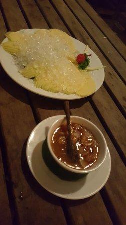 The View Bar and Restaurant: Mango desert