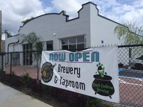 ‪Broken Cauldron Taproom‬