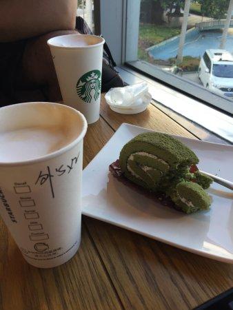 Starbucks (XiaRi Shopping Mall): Капучино и бисквит со вкусом зеленого чая