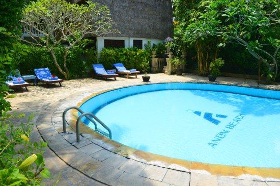 Anom Beach Inn Bungalows: Anom Beach Pool-Area