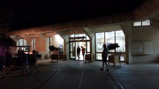 Nof Tavor Hotel: Wejście do kibucu obok hotelu gdzie jedliśmy obiadokolację
