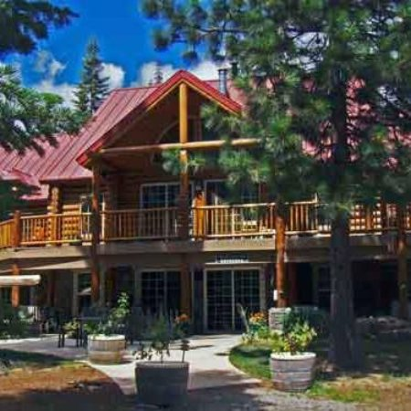 Foresthill, CA: Summer at the Lodge