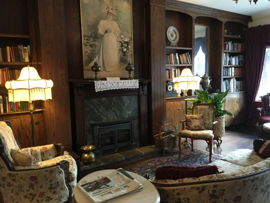 Weaverville Hotel & Emporium: sitting room