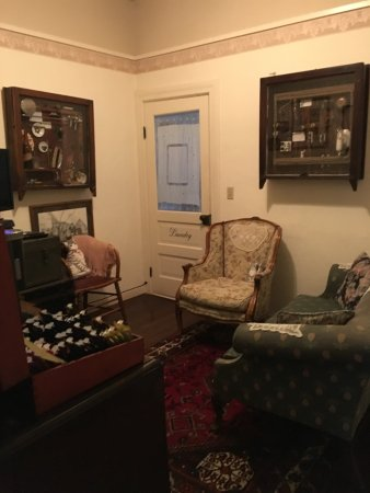 Weaverville Hotel & Emporium: small tv room and drink center