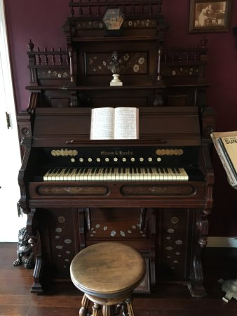 Weaverville Hotel & Emporium: Organ that is n't working quite right