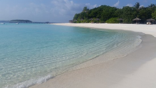 Reethi Beach Resort: Beach at the end of the island