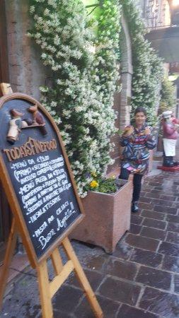 Hotel Cenacolo: laas calles y sus restotarntes